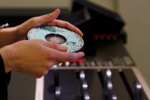 La pièce est intégrée dans un disque plat